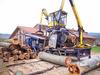 Monster in Unterkrumbach – eine mobile Entrindungsanlage im Einsatz bei den Möbelmachern