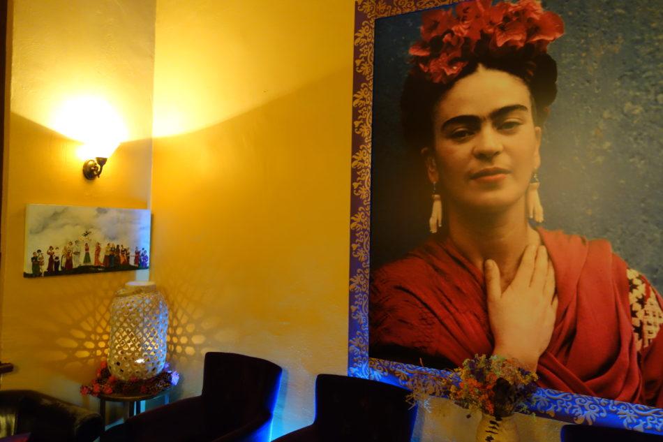 kunst im cafe frida kahlo das nachhaltigkeitsblog der m belmacher. Black Bedroom Furniture Sets. Home Design Ideas