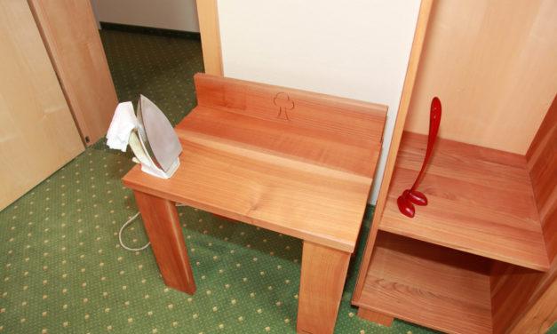 Die Pflege von Massivholzmöbeln im Video am Beispiel des Hotels Grüner Baum