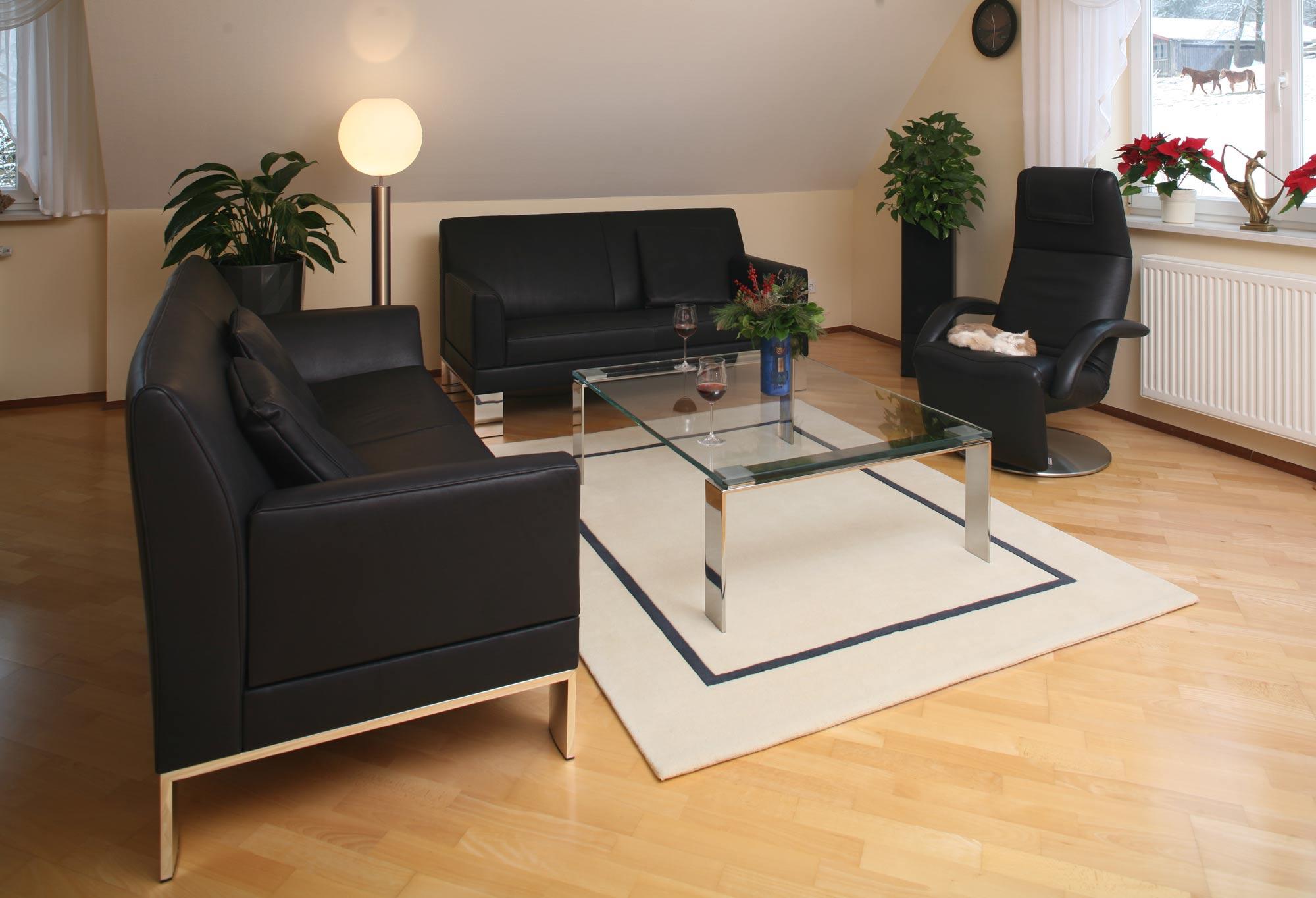 rustikales sofa perfect rustikales wohnzimmer mit. Black Bedroom Furniture Sets. Home Design Ideas