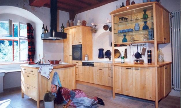 Montage der Schlossküche in Weiherhaus