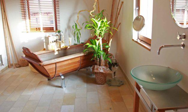 Zeitungsartikel über Architektur mit regionalem Musterhaus zeigt Wirkung im Badezimmer