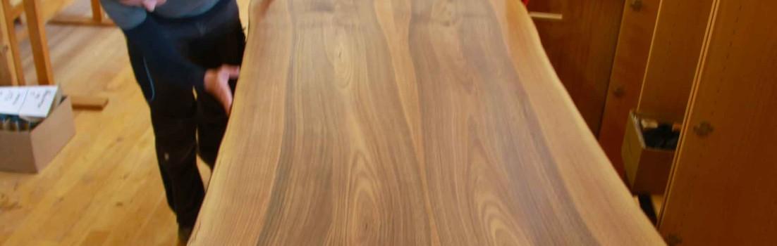 Ist die Baumkante eine neue Mode bei Massivholztischen?