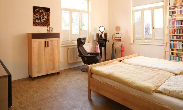 Schlafzimmer mit Karriereleiter in Jugendstil-Villa