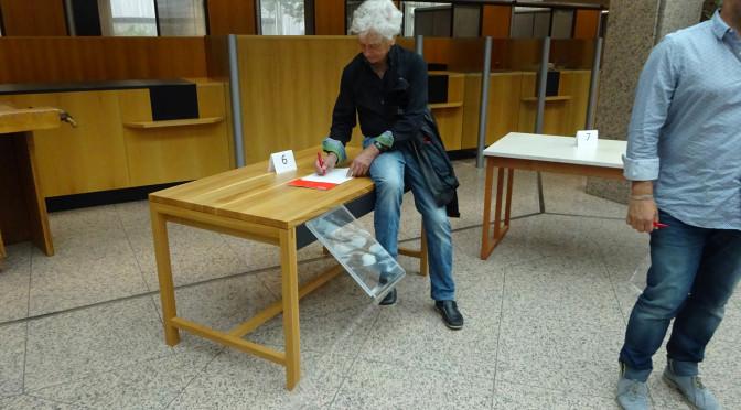Massivholz und die Wahrhaftigkeit im Design – erklärt von Professor Klöcker bei der Guten Form 2015