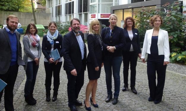 """Pilotprojekt """"Stakeholderanalyse"""" im Rahmen des Nachhaltigkeitsmanagements mit Umweltministerin abgeschlossen"""