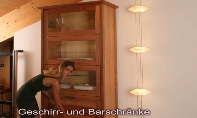 Geschirr- oder Barschrank nach englischem Bücherschrankvorbild in Elsbeere