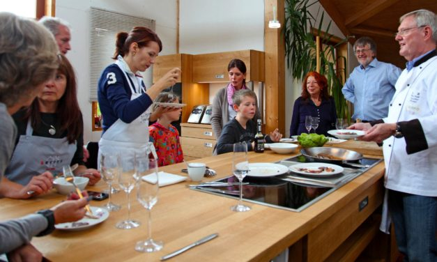 Neues vom Tag der Küche aus Massivholz beim gemeinsamen Kochen mit Kunden