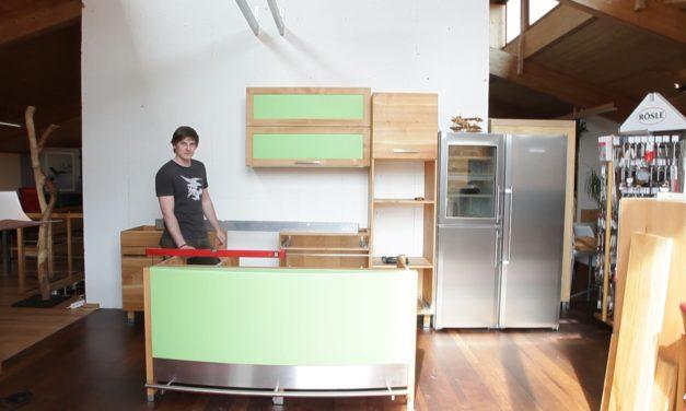 Tagebuch der grünen Massivholzküche und wie sie zum regionalen Kunstwerk wurde