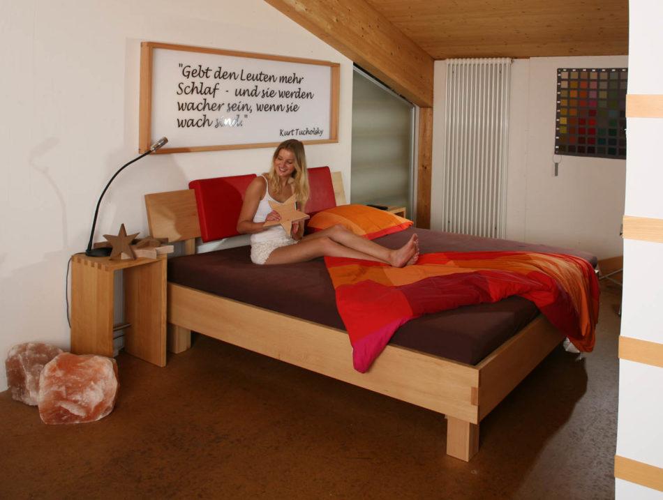 statt Zirbenbett ein Bett aus fränkischer Buche
