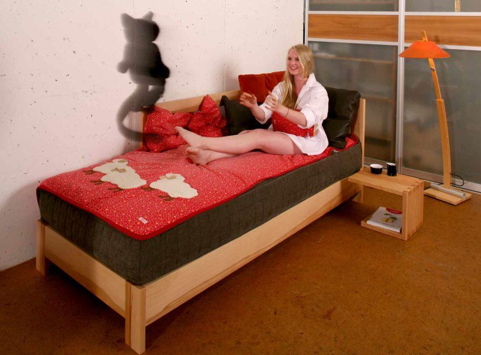 Ob Zirbenholz oder Buche ist für das gesunde Bett nicht entscheidend