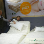 Möbelmesse IMM Köln 2018 in der Bettenhalle 9: Eine Matratze für alle und das Zirbenbett