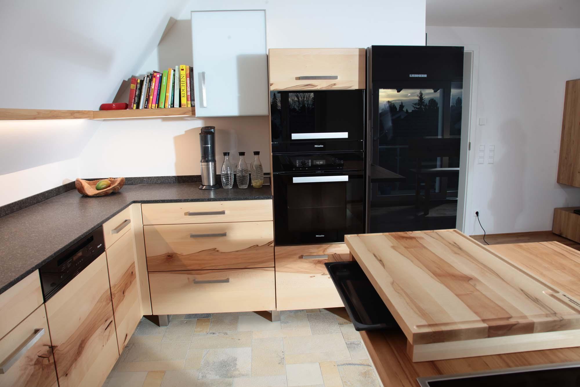Massivholzküche aus fränkischer Buche mit Rotkern in Ulm ...
