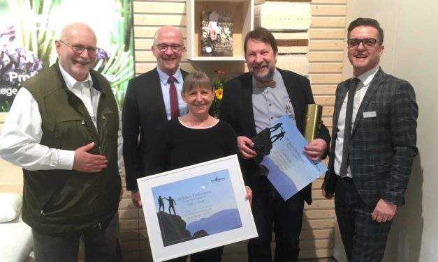 """Möbelmesse Köln 2020 – Teil 2 –  Urkunde von Pro Natura zum 30-jährigen als """"langjähriger Wegbegleiter"""""""