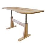 Neuer höhenverstellbarer Schreibtisch fürs Homeoffice und die jahrzehntelange Zusammenarbeit mit Linak